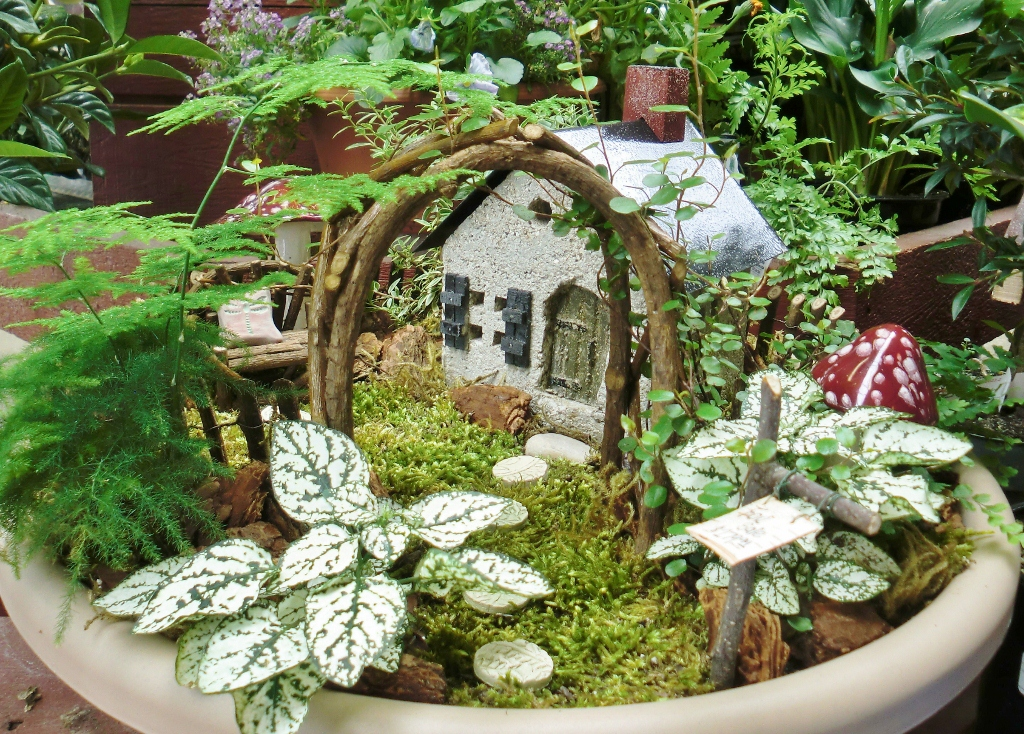 17 Best images about Fairy Gardens on Pinterest Gardens Tire